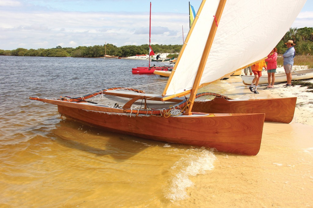 Outrigger Junior is asymmetrical, with an outrigger on the port side only. The hull form, lashings, and lateen sail are all reminiscent of features used by Pacific islanders.