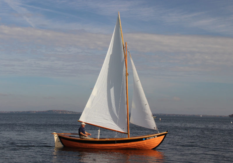 The gunter sloop rig can point well into the wind and is easy for one person to sail.