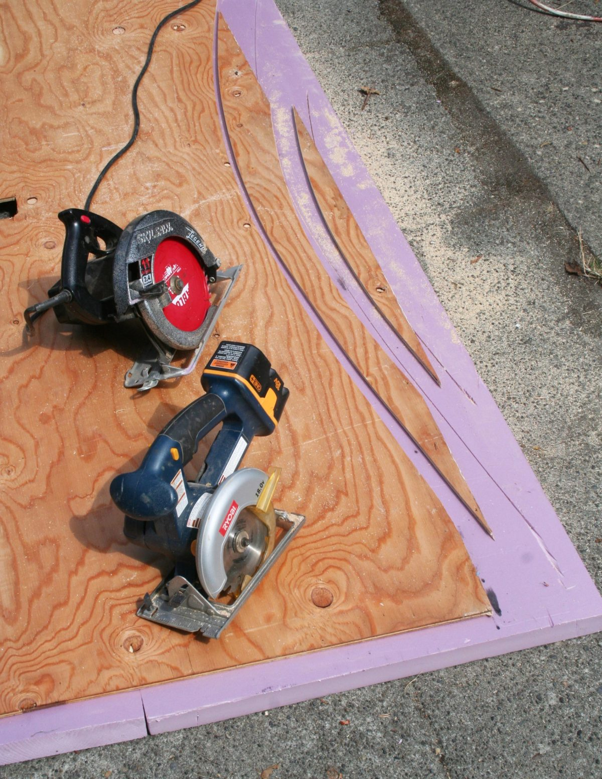 "Two circular saws and the curves they cut through common 3/8"" CD plywood: The smaller blade of the cordless saw made the cut at right with a tighter radius."