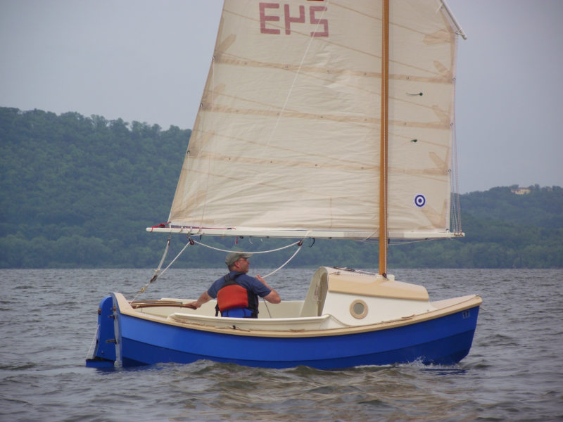 A kick-up rudder allows sailing in shallow water and twin skegs help the SCAMP sit solidly upright when grounded.