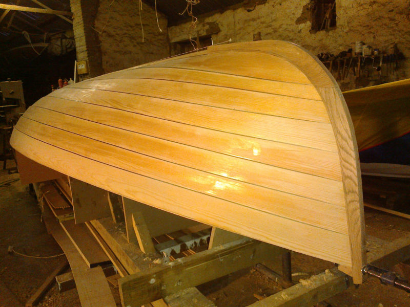 The 6mm Vendia planking has four of its five veneers running lengthwise; it easily twisted to meet the stems.