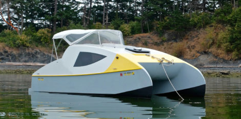 The Cat's shallow draft and twin hulls open up options for anchoring in shallow coves. If the bottom is even and not too rocky, grounding out during a midnight low tide isn't a problem.