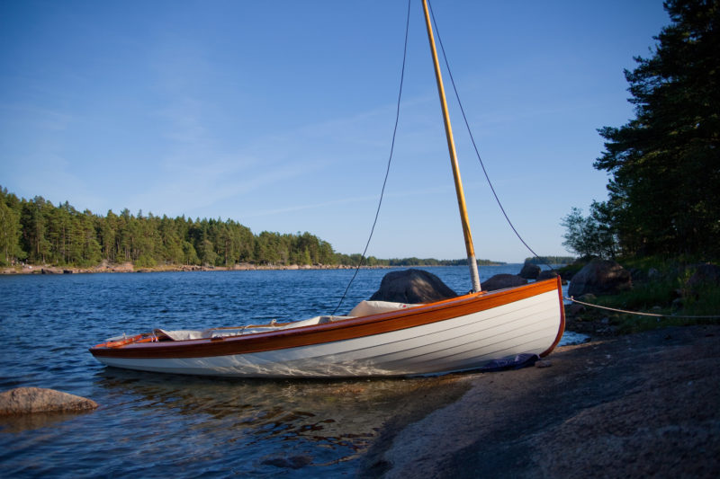 "There are no noticeable tides in the Gulf of Finland, and the fluctuations in the sea level that come with wind and changes in barometric pressure are gradual and rarely more than 15"". In a sheltered bay AANAR can rest safely pulled up on the rocks with a pad under her bow."