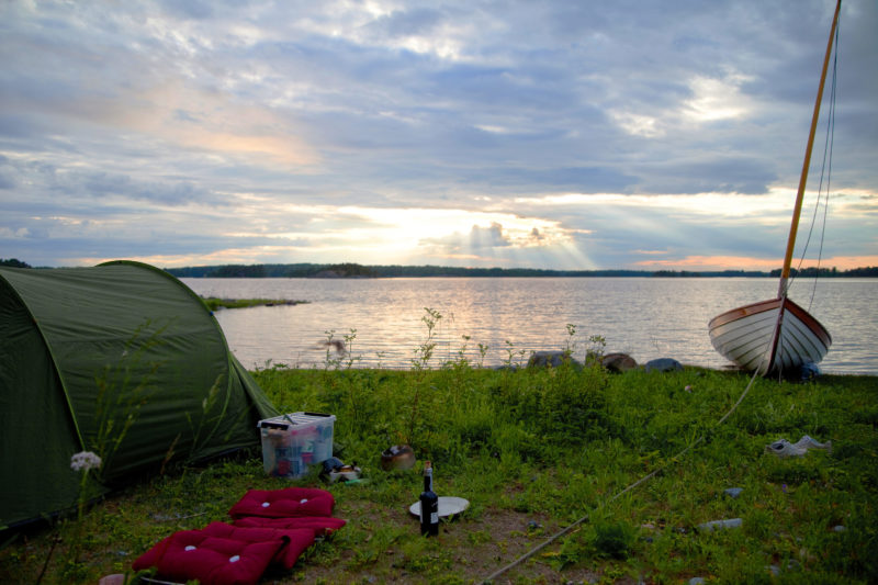 After landing on Sandön, I set up camp with a pop-up tent, a kitchen in a box, boat cushions as a divan with a view, and a bottle of wine.