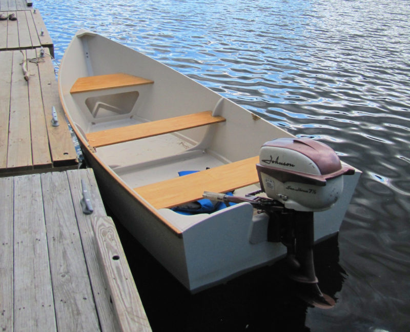The simple interior arrangements keep the skiff light and quick to build. Floorboards would be an easy addition to make to keep gear dry.