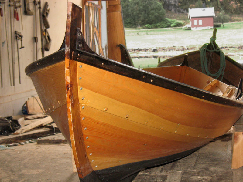 Another newly completed geitbåt, with bright finish and pine tarred rails awaits delivery at the boatworks on Aspøya in the district of Nordmøre.