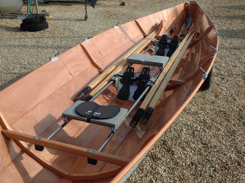 The oarlocks, typical of those used in Finland, are pivoting pins that fit in holes in the oars. The arrangement doesn't allow the oars to be feathered,