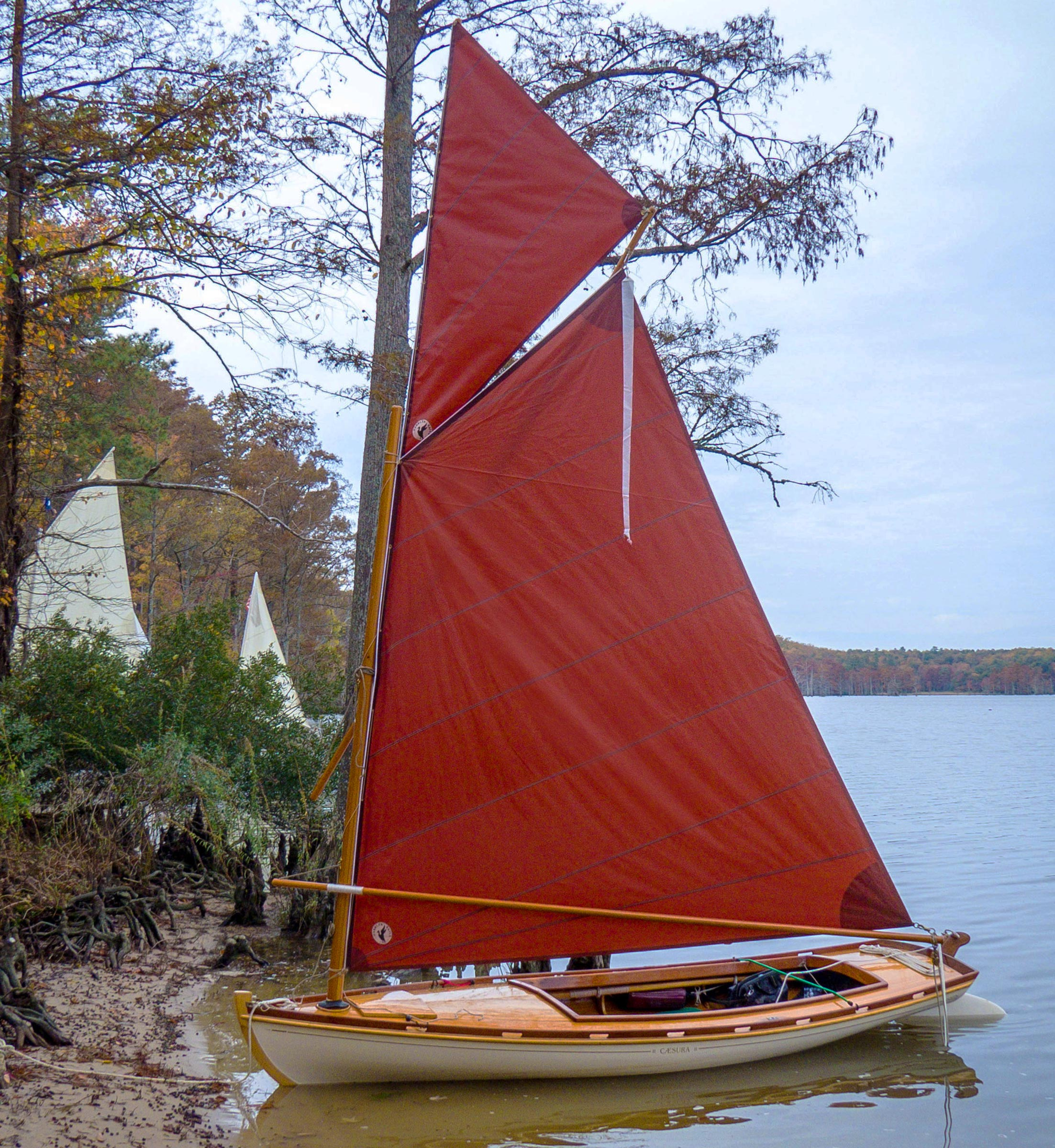 The placement of a melonseed skiff's mast so far forward, rules out setting the topsail while afloat. Other boats that have the mast set farther aft and offer the sailer good footing and stability won't have to be rigged while ashore.
