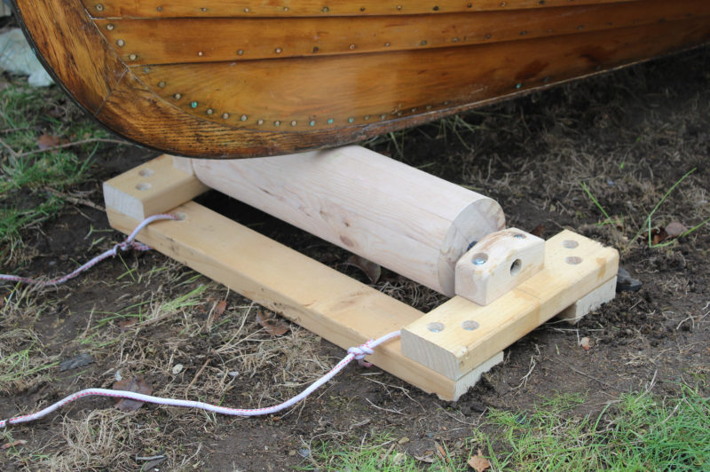 The wooden roller cart as a stationary roller