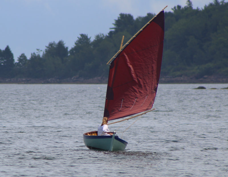 The wide beam gives the hull good stability, while a simple lug rig makes sailing a breeze.