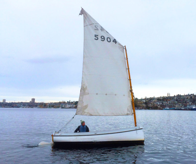 The loose-footed sail makes for a very simple rig, but takes some practice to sail well.