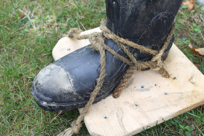 The traditional method of tying a platten on is makes solid connection to the boot. Manila rope holds the knots well. See the video below to see how the line is tied.