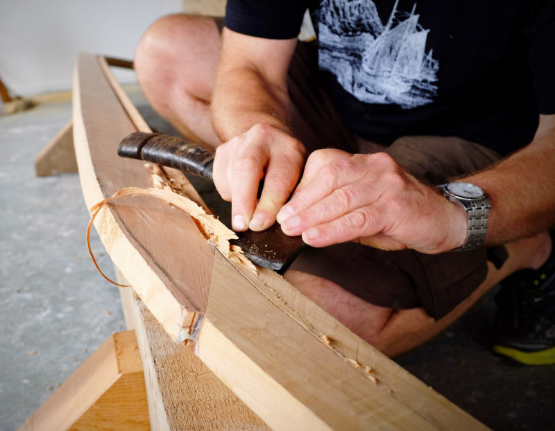 Hand axes have always been essential tools in traditional Norse boatbuilding. Ulf found an old hatchet in John's garage and put a sharp edge on it, transforming it from a crude chopping implement to an edge tool for fine work.