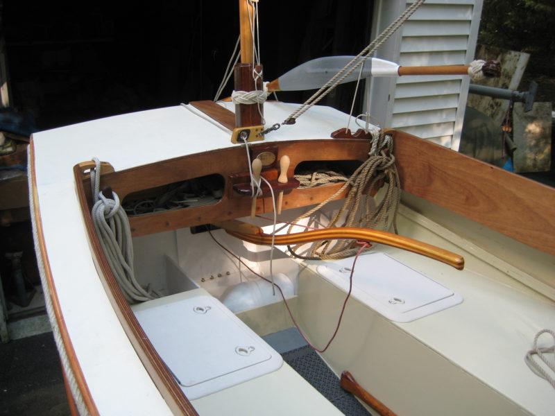 The step for the mizzen mast is above the tiller, allowing both the mast and the tiller to be on the centerline and not get in each other's way. Note the yuloh's fitting connecting its handle to the blade of one of the oars used to make the yuloh.