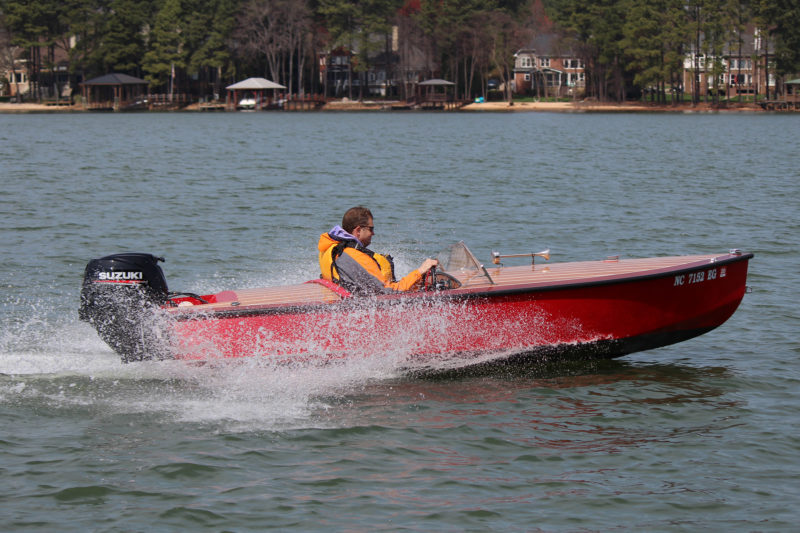 With a 25-hp outboard providing power, the RB 14 can reach a speed of 30 mph.