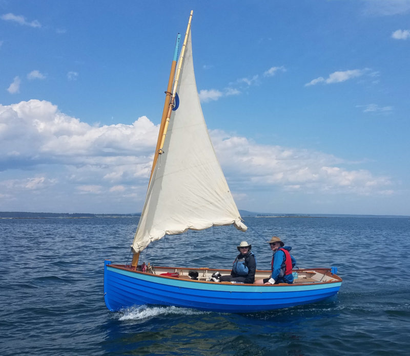 This Ilur carries the boomless Misainier rig. The lugsail, reefed here, has an area of 131 sq ft.