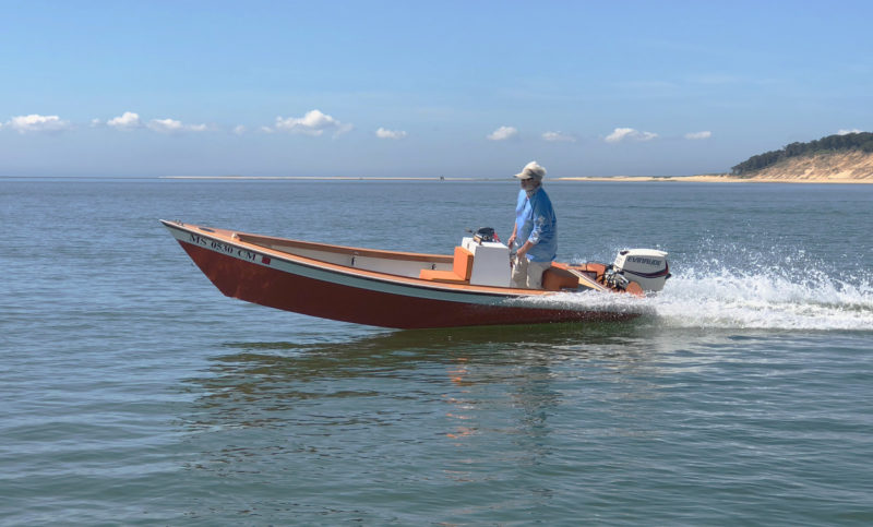 Putting the helm over drives the inside chine down and hull, now angled, carves through turns without skidding.