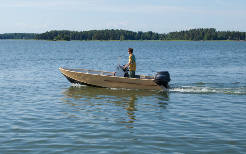 With the stern supported by the buoyancy and planing surface of the extensions, the skiff maintains better trim.