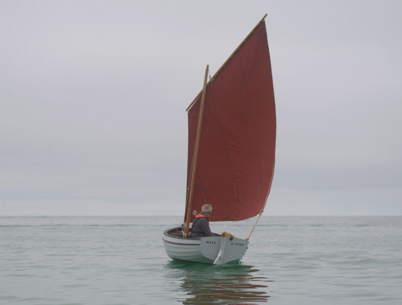The loose-footed lugsail makes setting sail as simple as it can be. The main sheet runs through a rope-stropped block with an eye that slips over thumb cleats, one on either quarter, close to the transom. A second block at the clew gives the skipper a 2:1 advantage.