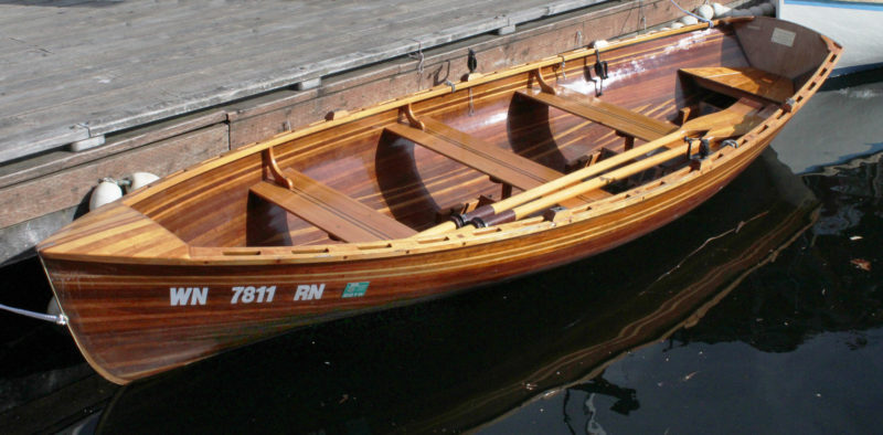 The thwart knees, included in the original design, strengthen the gunwales to reduce flex when the boat is rowed hard.
