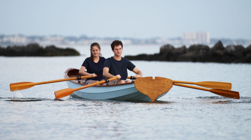 Propelled by two rowers, the yawl can easily reach 5 knots.