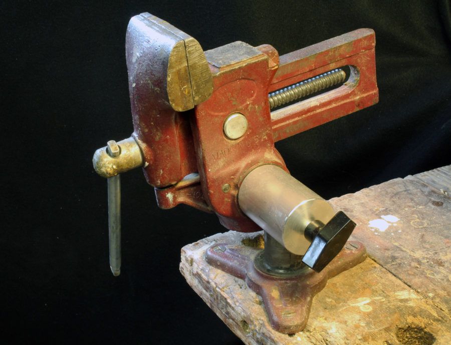 The swivel base adapter gives the vise additional ranges of motion.